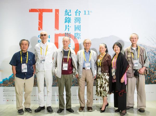 「台灣切片│想像式前衛:1960s的電影實驗」單元影人,左起:張照堂、韓湘寧、莊靈、賴成英、黃貴蓉、李南華、黃永松 Filmmakers of 'Tawain Spectrum│Imagining the Avant-garde: Film Experiments in the 1960s' section, from left: CHANG Chao-tang, HAN Hsiang-ning, CHUANG Ling, LAI Cheng-ying, HUANG Gui-rong, LI Nan-hua, HUANG Yung-sung