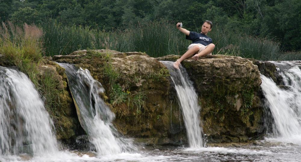 pu_bu_ju_zhao_waterfall.jpg